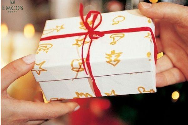 Tặng quà sinh nhật cho bạn gái thân độc đáo và ý nghĩa